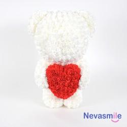 Teddybeer met witte rozen...